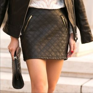 Express quilted leather like mini skirt